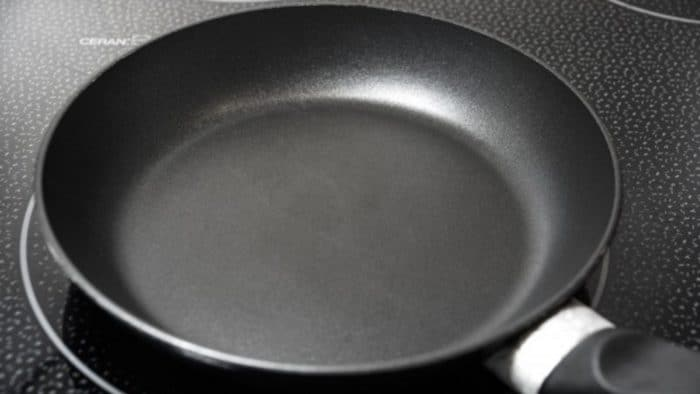 How to Clean Burnt Pan with Salt